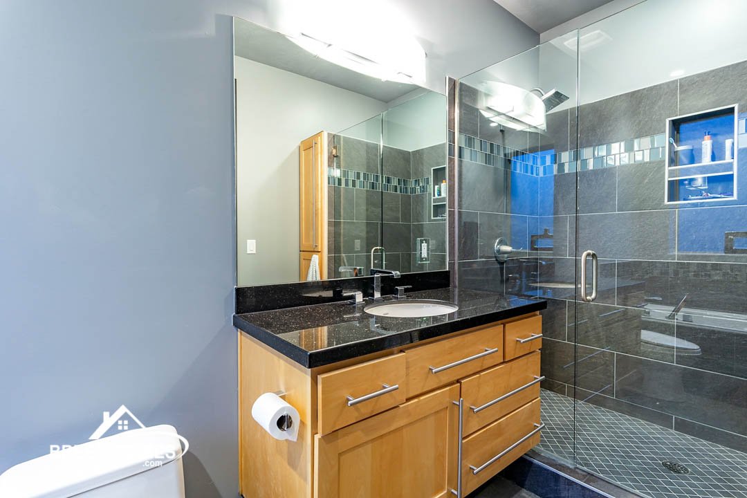1050-Bathroom-03_high_3086108